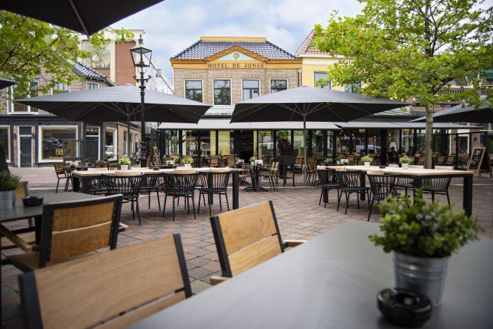 Terras aanzicht Hotel de Jonge